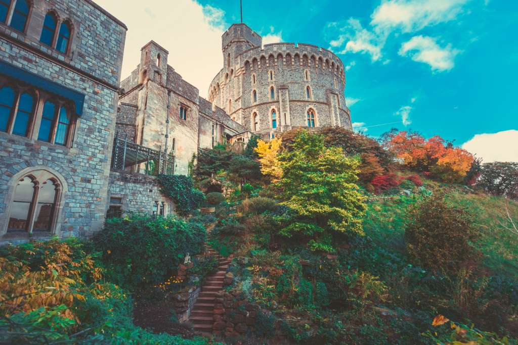 Private Tour to Stonehenge and Windsor Castle From London